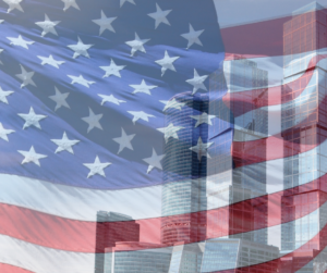 Bandiera degli USA in trasparenza a una view di grattacieli