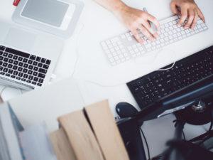 scrivania da lavoro per un progettista