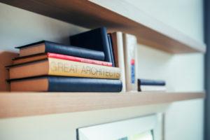 """immagine a scopo illustrativo con un libro per """"grandi architetti"""""""