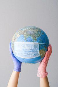 pandemica covid-19 globo con mascherina