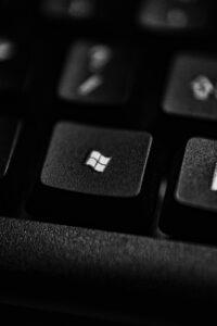 tasto di una tastiera di un computer, con icona di Windows